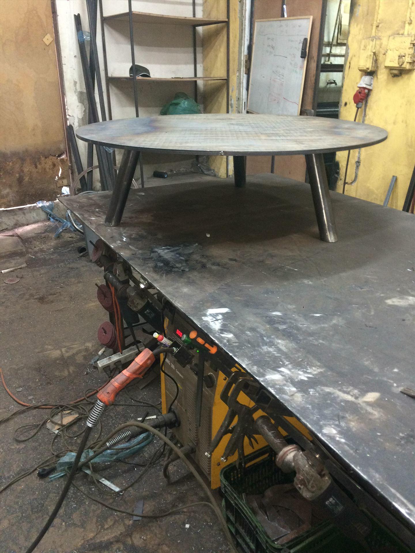 יצור שולחן ברזל במסגריית עוז סטיל