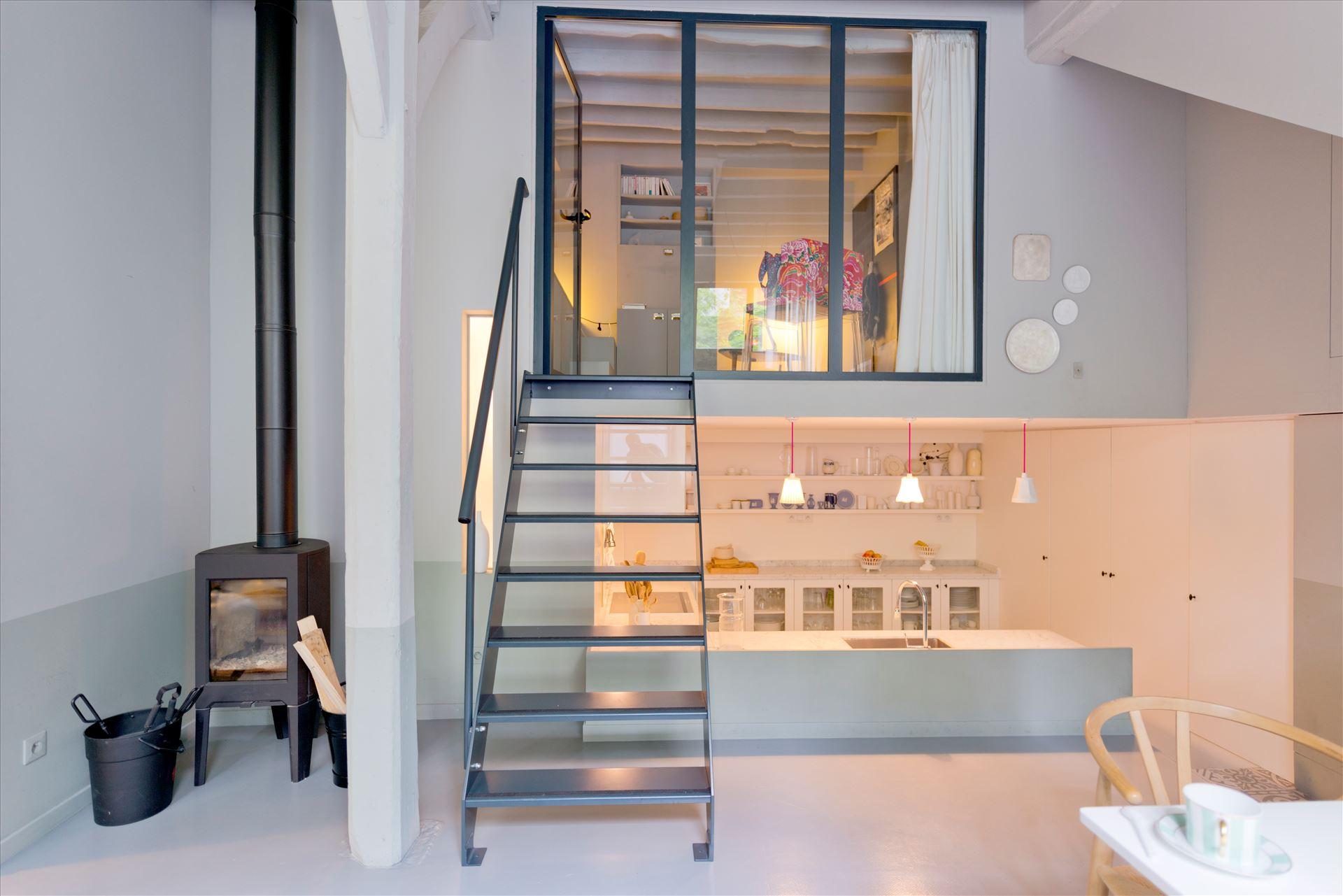 מדרגות ברזל בעיצוב צורך עליה לחדר