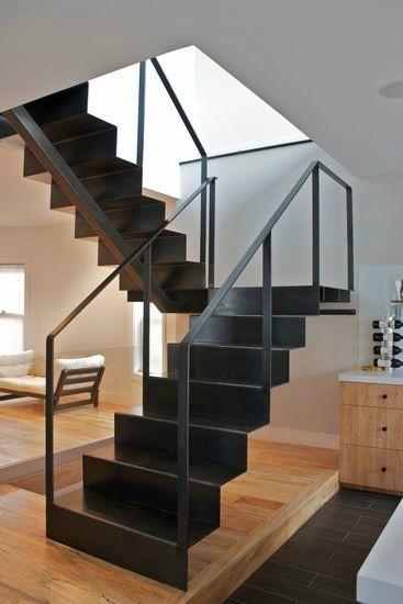עיצוב מרשים של מדרגות ברזל
