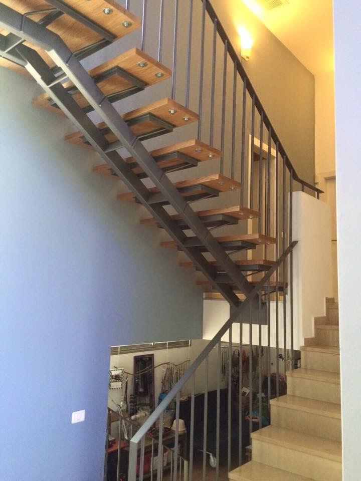 גרם מדרגות לעליית גג בעיצוב מיוחד