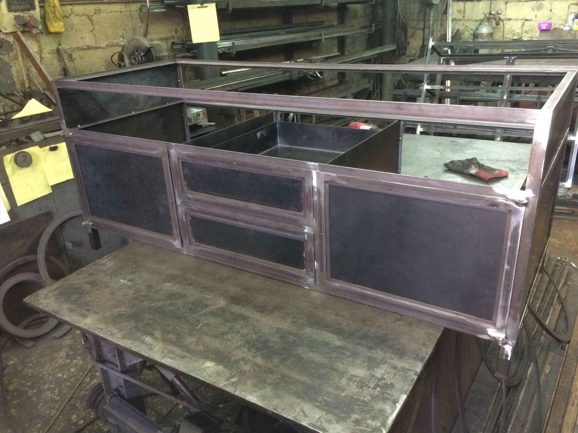 שלב תהליך בניית מזנון ברזל