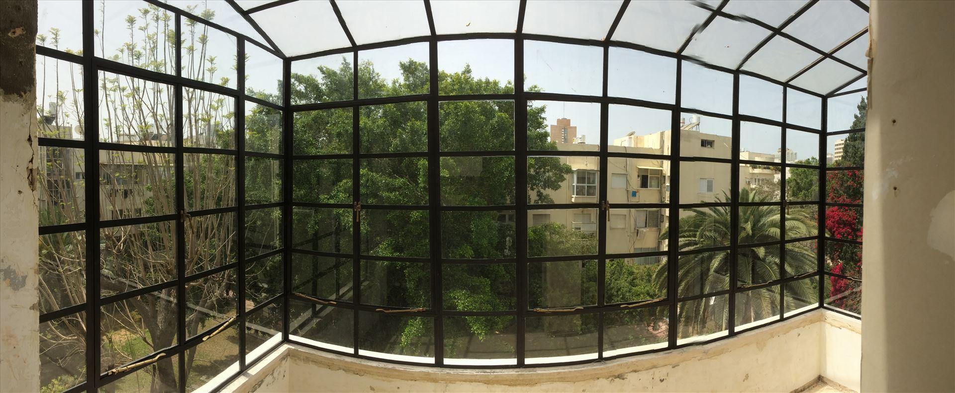 פרופיל בלגי ברזל שחור למרפסת גדולה