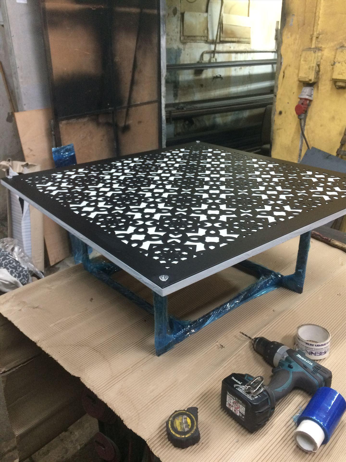 הכנה ותכנון שולחן מתכת בעיצוב מיוחד